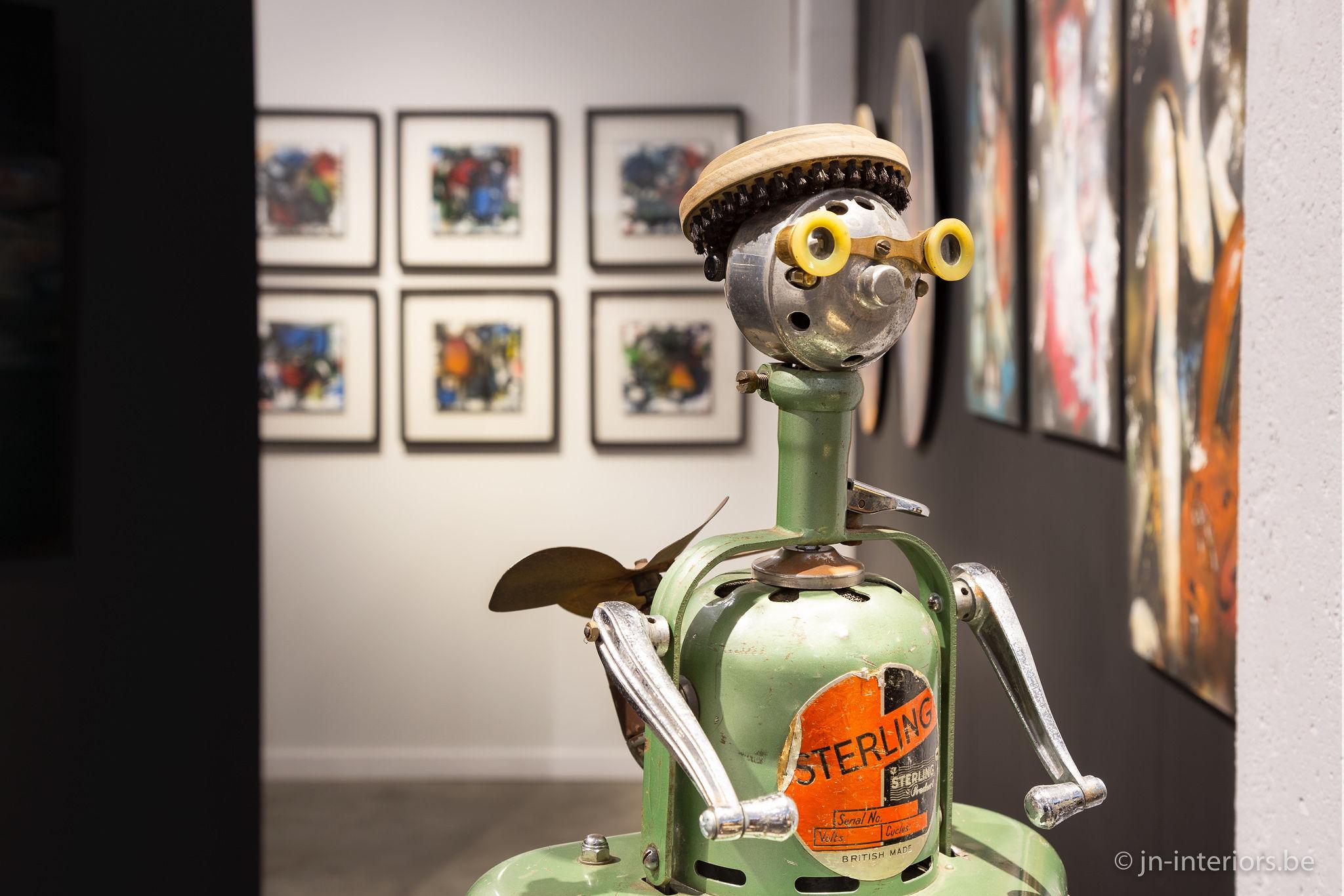 robot vert, oeuvre d'art, artiste belge, création unique, galerie d'art, vernissage belgique, JN interiors, jour et nuit liège belgique