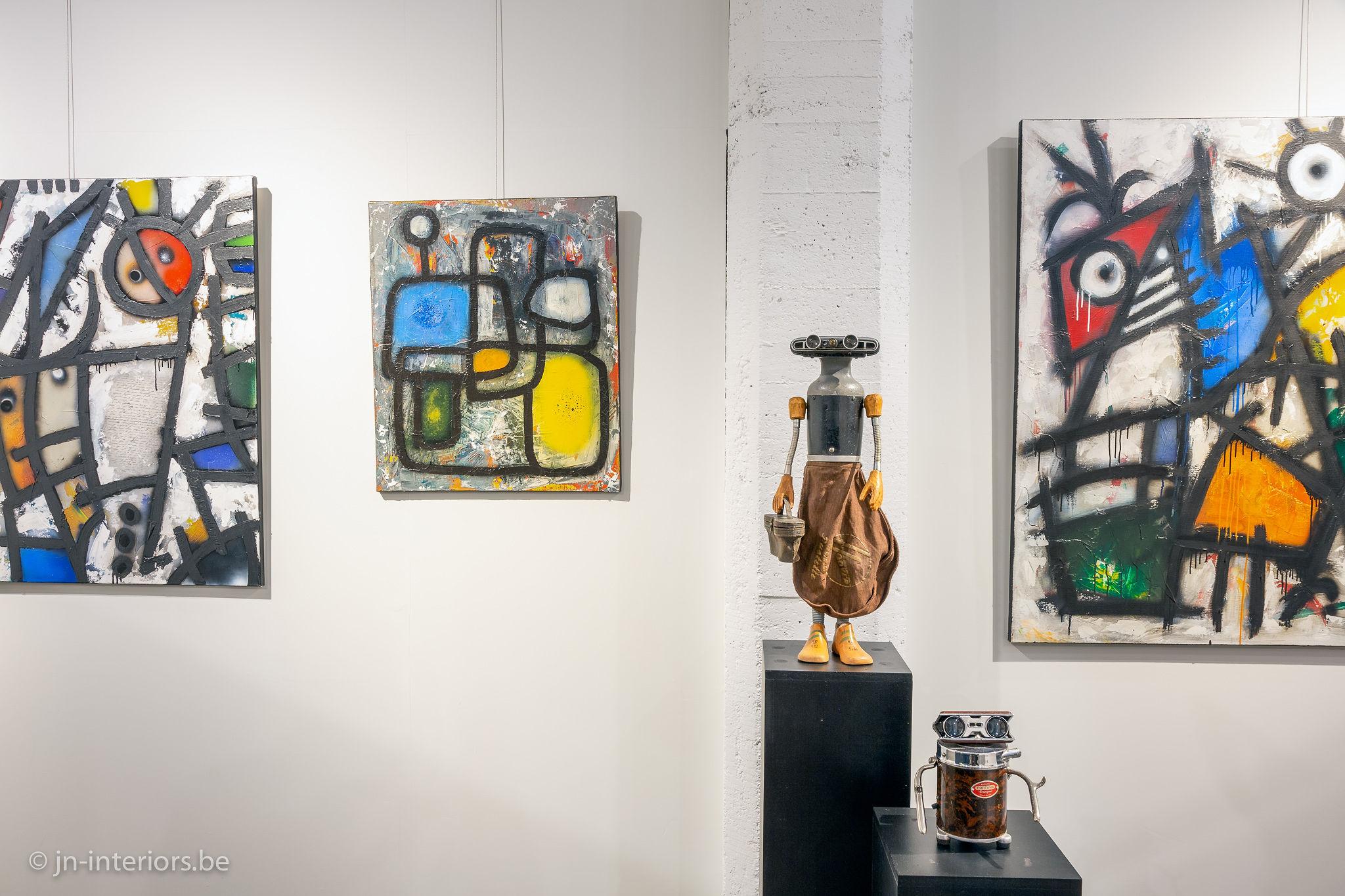 sculpture robot, art mécanique, tableaux colorés, tableaux abstraits, artiste belge, exposition d'art, art abstrait, jn interiors, magasin de décoration belgique, jn interiors, jour et nuit liège verviers