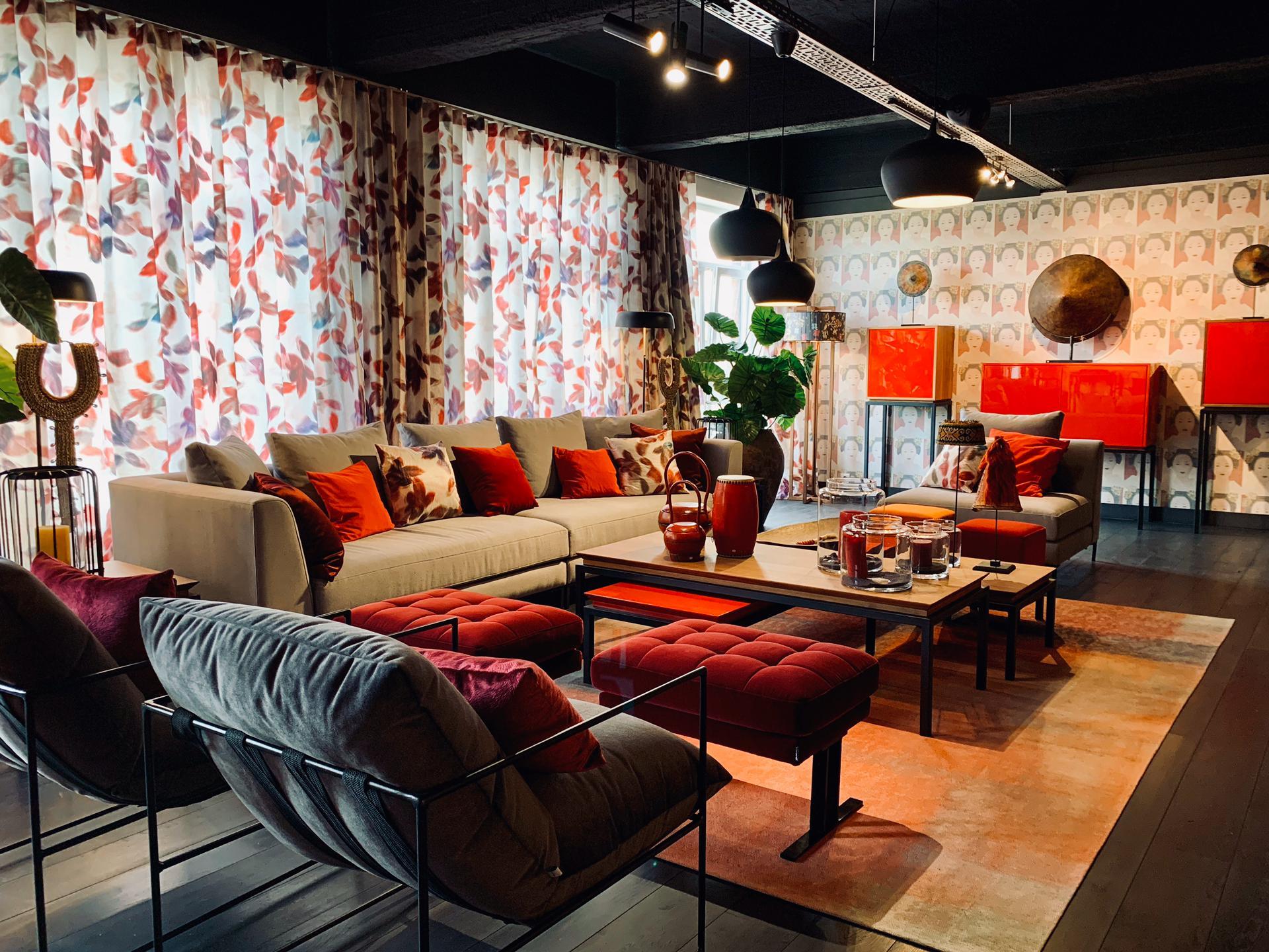 Salon décoration intérieure, salon rouge et noir, haut-de-gamme luxe, jn interiors, jour et nuit liege verviers