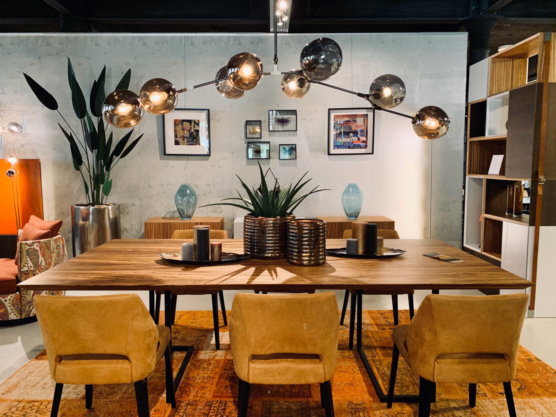 lampes modernes jaunes, showroom décoration, JN interiors, jour et nuit liège verviers