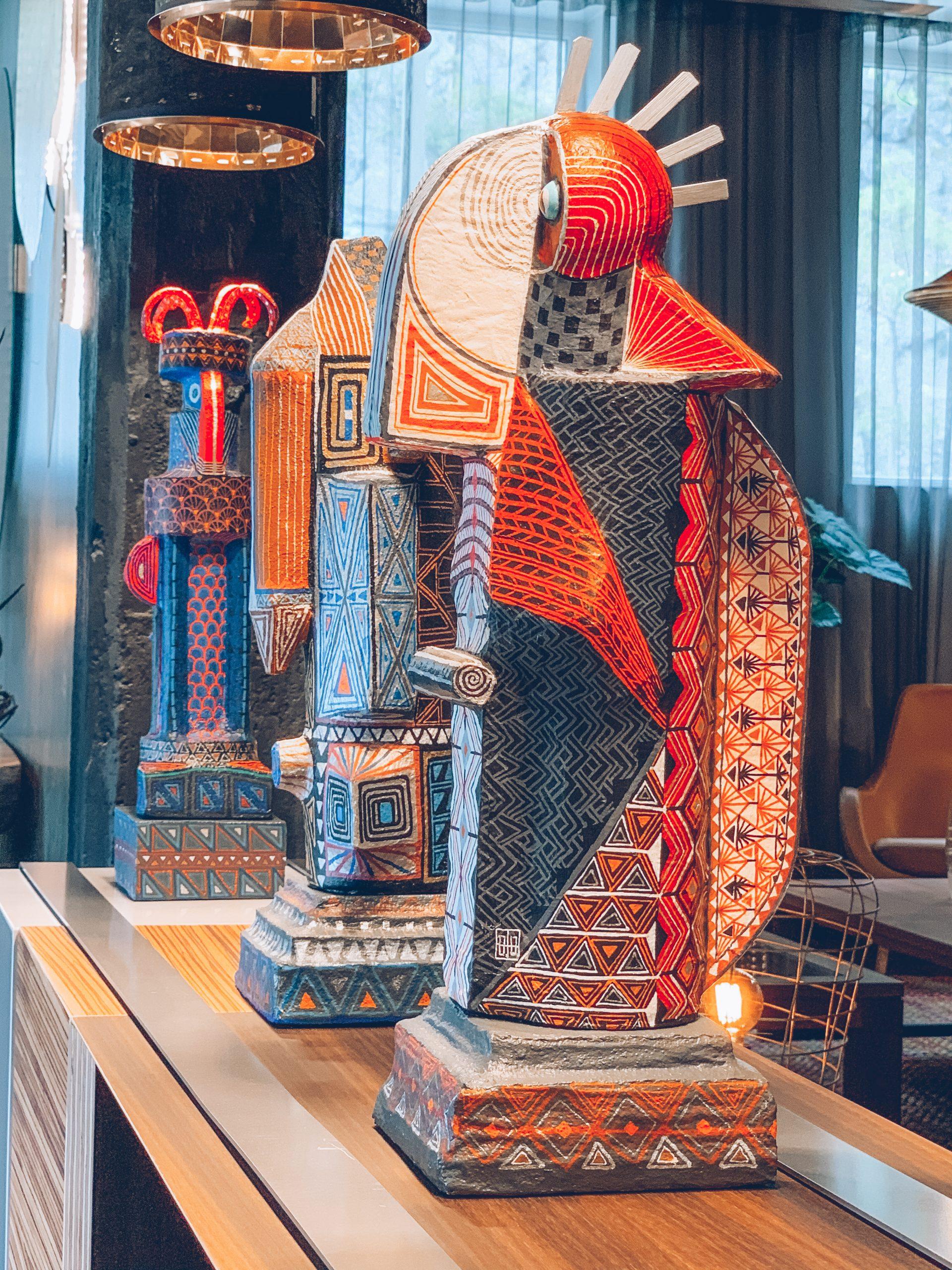 décoration luxe, décoration perroquet, décoration ethnique, atypique, déco rouge et bleue, magasin de décoration belgique, designers belges, Jn interiors, jour et nuit liège verviers