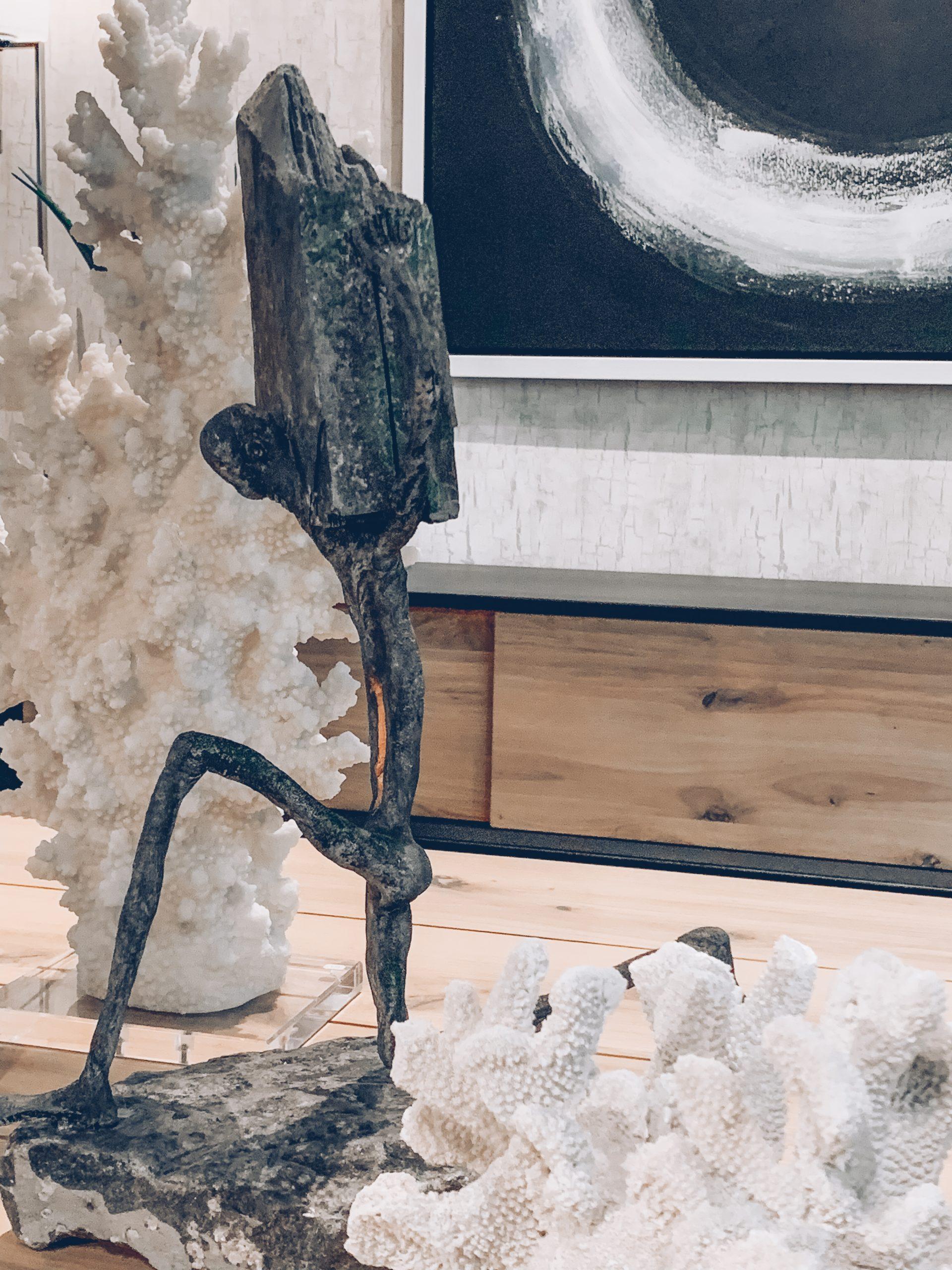 décoration corail, bonhomme en pierre, déco en pierre, pierre et bois, décoration luxe, jn interiors, jour et nuit liège verviers
