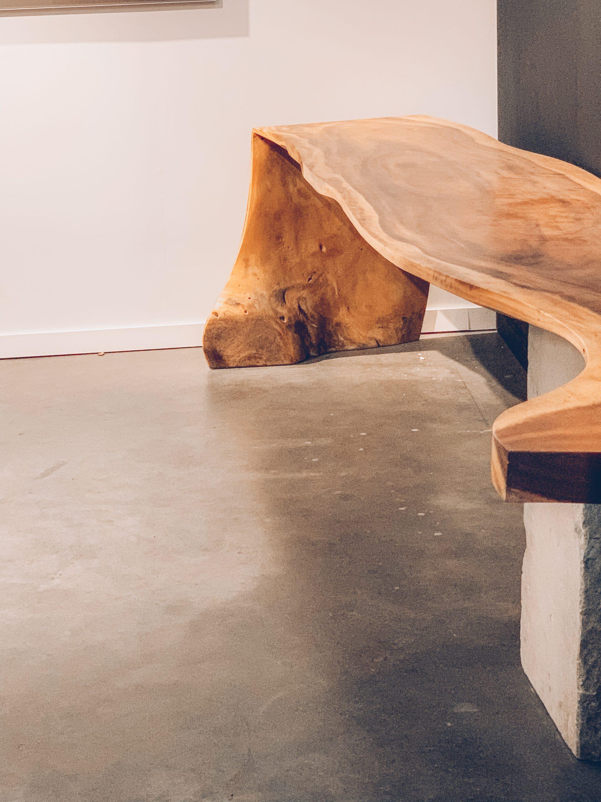 banc en bois, décoration intérieure, designers belges, objets de décoration uniques, déco tendance, magasin de décoration intérieure, jn interiors, jour et nuit liège verviers.