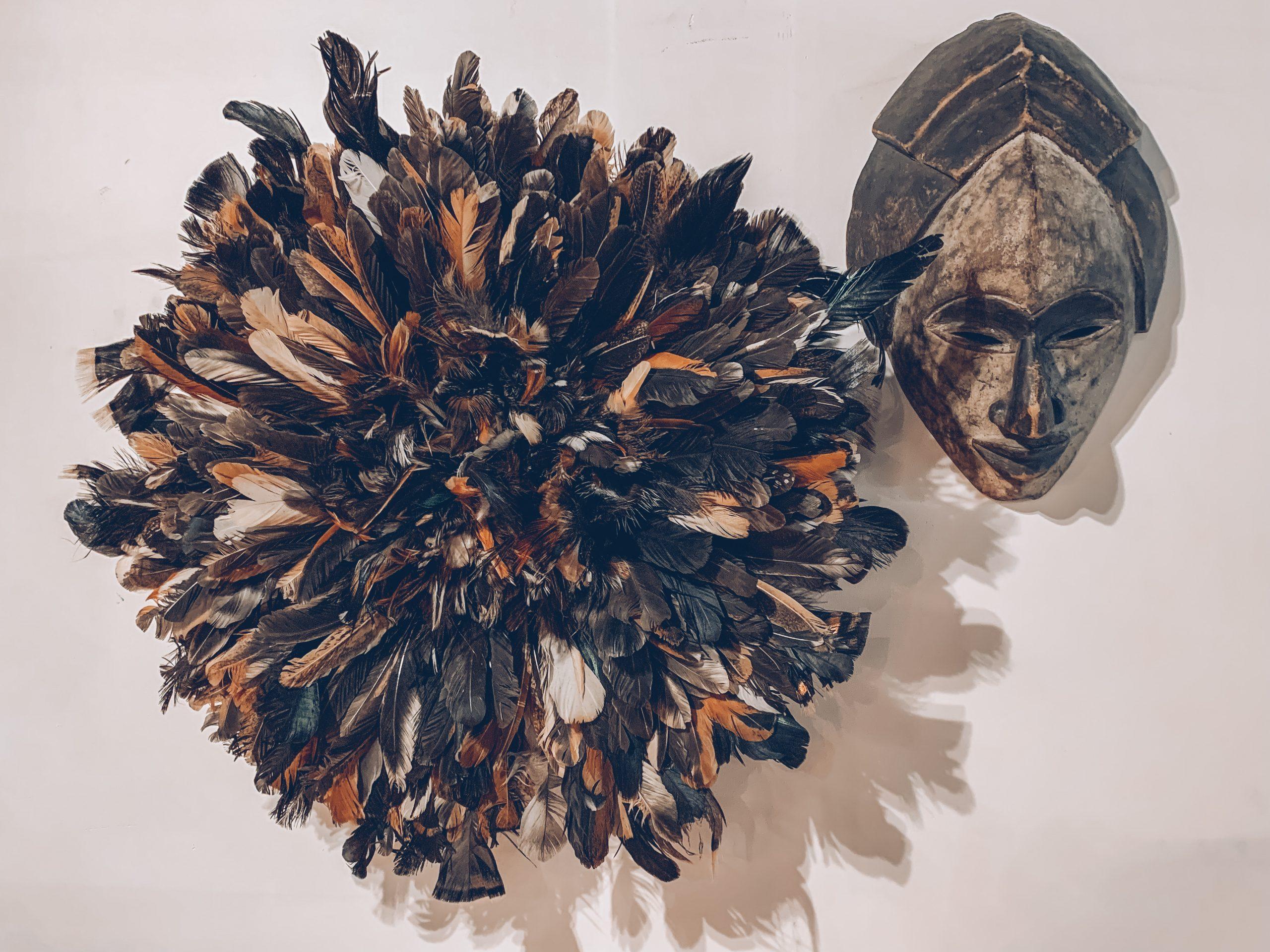 masque décoratif, décoration murale, plumes déco, décoration ethnique, designers belges, jn interiors, jour et nuit liège verviers