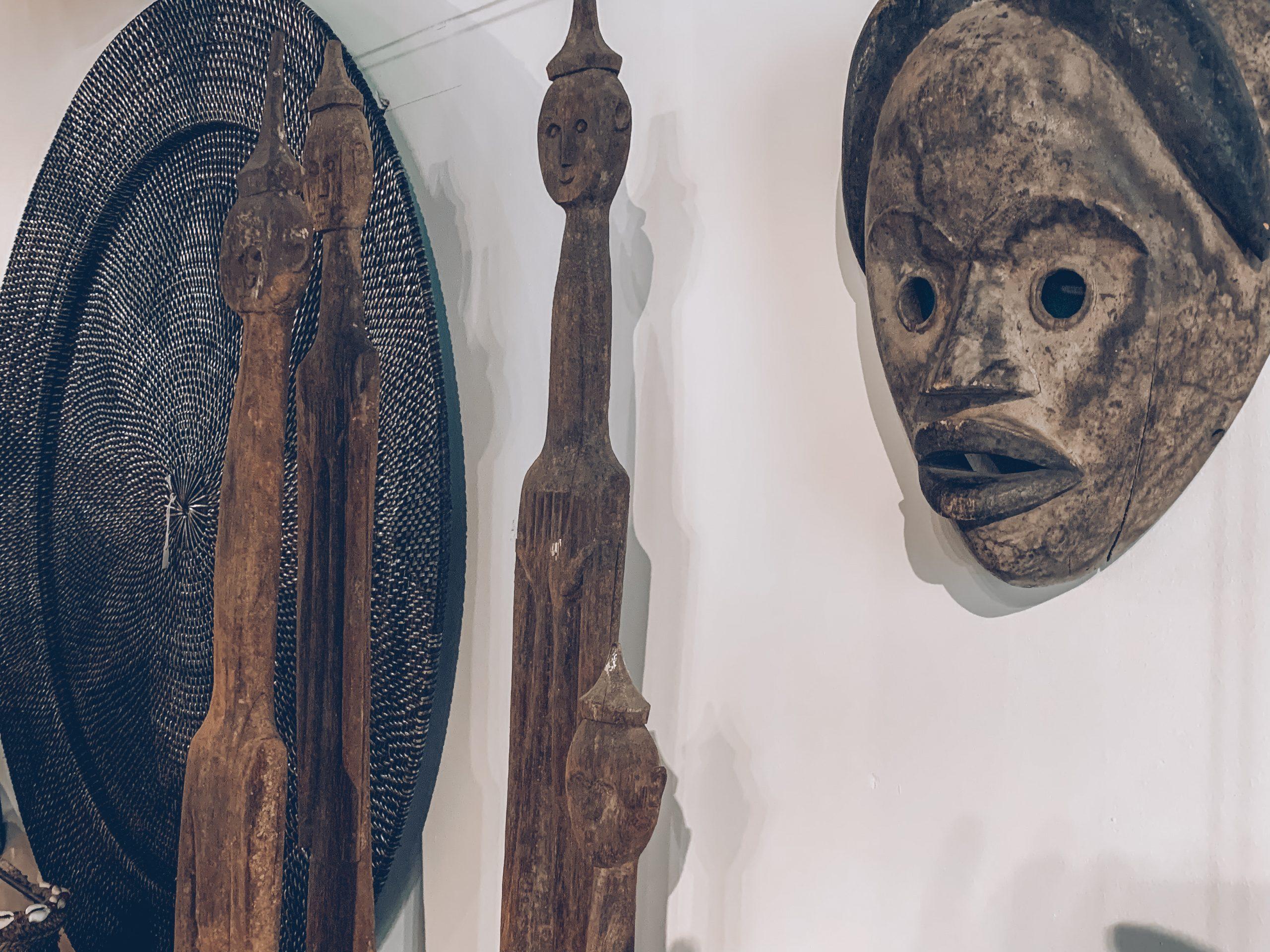 décoration murale, statue africaines, masques ethniques, magasin de décoration belgique, designers belges, décoration intérieure, jn interiors, jour et nuit liège verviers